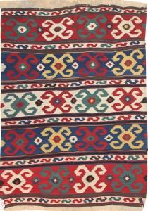 El kilim es una alfombra pequeña que se usa originalmente para rezar, se producen en toda la zona desde los Balcanes a Paquistan.